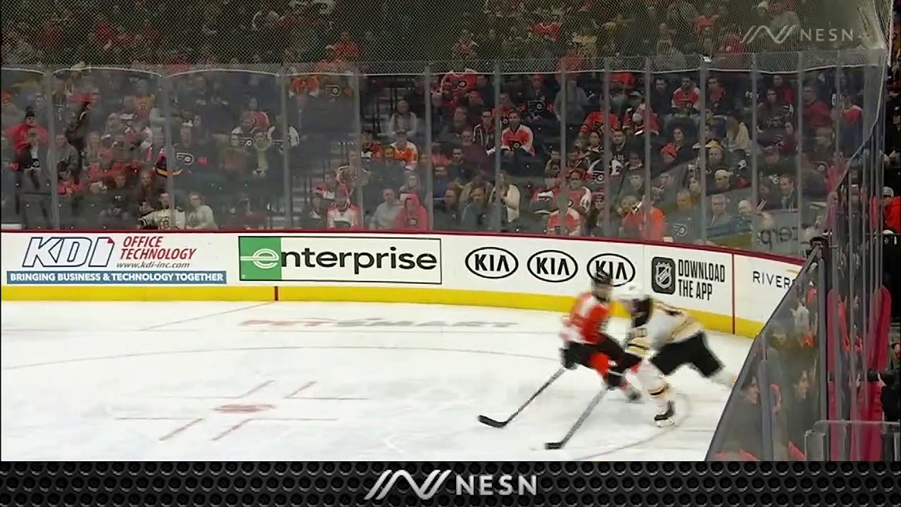 Flyers' Carter Hart Comes Up With Impressive Glove Save Vs. Bruins