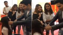 Street Dancer 3D Varun Dhawan Turns Hairstylist For His Chirkut AKA Shraddha Kapoor-