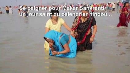 Un million d'hindous prennent un bain sacré dans le Gange