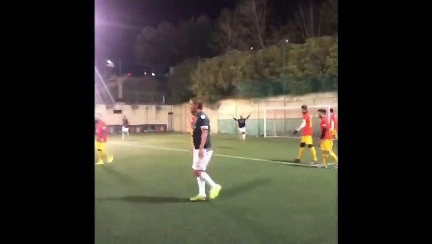 Football - Francesco Totti anota un golazo a lo Roberto Carlos desde un ángulo casi imposible