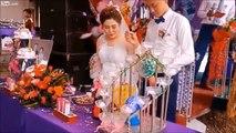 Champagne ! La mariée prend le bouchon dans l'oeil !
