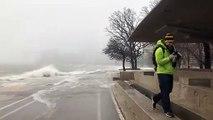 Ces vagues entrent sur la route dans la ville de Chicago !
