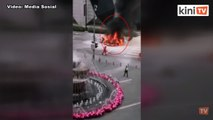 Kereta mewah hangus terbakar di hadapan Pavilion KL