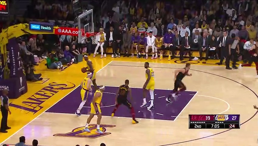 Cleveland Cavaliers 99 - 128 Los Angeles Lakers