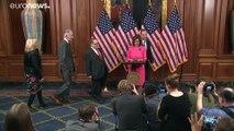 Destitution : Nancy Pelosi signe l'acte d'accusation contre Trump et transmet le dossier au Sénat