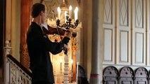 Ce violoniste interrompu par la sonnerie d'un Nokia, a joué la sonnerie.