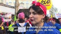 """Retraites: """"A cause de Macron"""" résonne dans les défilés"""