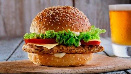 Skandal in Österreich: grüner Vizekanzler isst Burger