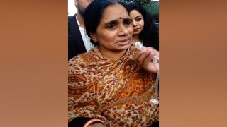 Can't react till convicts are hanged: Nirbhaya's mom