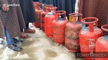 Gas shortage in north Kashmir after heavy snowfall leads to queues of desperate purchasers