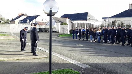 Les policiers Lavallois ont rendu hommage ce vendredi au policier tué près de Lyon.