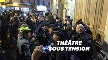 Macron évacué du théâtre des Bouffes du Nord