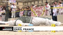 Die Bilder der Woche: Klettermaxe in Paris, Tauchen im Ganges