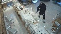 Drei Kriminelle rauben Juweliergeschäft aus - Passanten stellen sich in den Weg