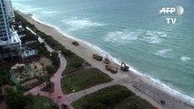 """تفريغ أطنان من الرمال في """"ميامي بيتش"""" للتصدّي لتآكل الشاطئ"""
