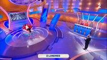 """Nagui surprend un candidat de """"Tout le monde veut prendre sa place"""" en train de tricher sur France 2 et le remet en place"""