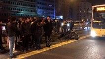 Metrobüsle motosikletin çarpışması sonucu 2 kişi yaralandı