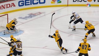Patrice Bergeron takes the lead 11 seconds in