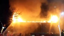 AVM'nin çatısında yangın