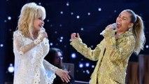 Miley Cyrus immite Dolly Parton pour son anniversaire