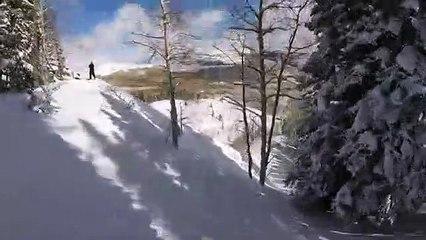 Un skieur équipé d'une caméra est emporté dans une avalanche