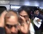 Ces hommes se font virer du wagon pour femmes dans le métro en Inde par la police !