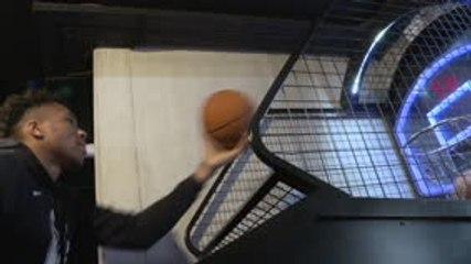 NBA - Incroyable mais vrai : Giannis Antetokounmpo (Milwaukee) rate le record au mini-basket