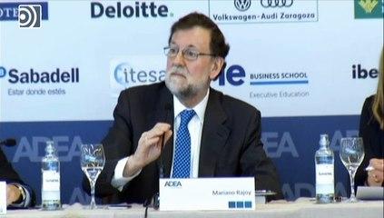 """Rajoy bromea sobre su candidatura a la Federación de Fútbol: """"He venido a hablar de mi libro"""""""