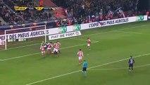 Kylian Mbappé tente de marquer un but avec la main pendant Reims-PSG