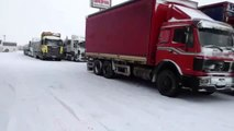 Karın etkili olduğu Bolu-Zonguldak kara yolu tır geçişine kapatıldı