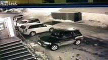 Elle démarre sa voiture.. et fait un tout droit au parking !