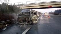 Minibüs yandı, 15 kişi kurtuldu