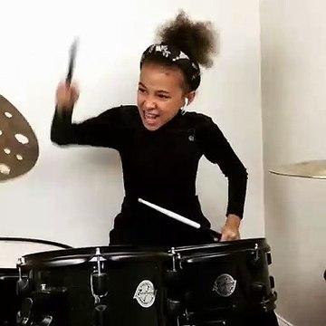 Nandi Bushell, la niña de 9 años que cautivó leyendas del rock por su talento con la batería