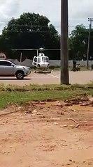 Un camion se fait découper par les pales d'un hélicoptère