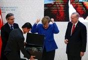 Cumhurbaşkanı Erdoğan'ın hediyesi, Angela Merkel'i mest etti