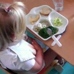 Quand les enfants des crèches mangent dans de la porcelaine de Limoges