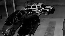 Graban a policías municipales robando en Edomex