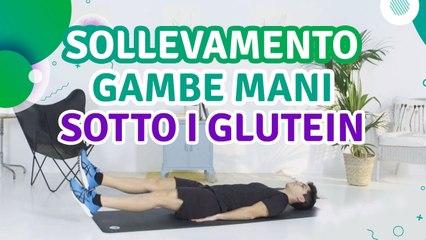 Sollevamento gambe: mani sotto i glutei - Siamo Sportivi