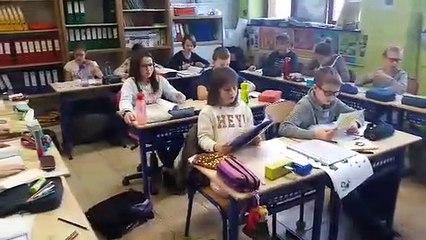 Les élèves de 5eet 6e de l'école communale de Bois-et-Borsu apprennent le wallon avec des bénévoles