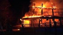Alev alev yanan kafeterya küle döndü