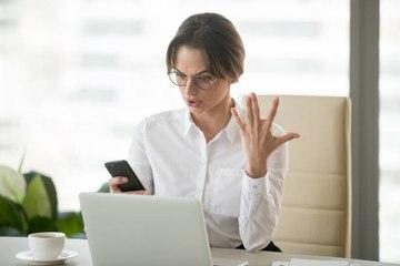 Trabajadores de oficina maldicen 55 veces a la semana