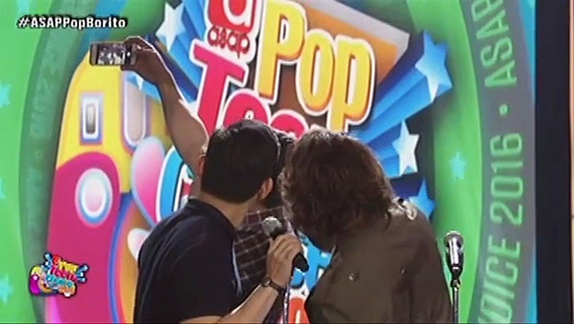 Liza Soberano receives the Pop Social Media Star 2016 award