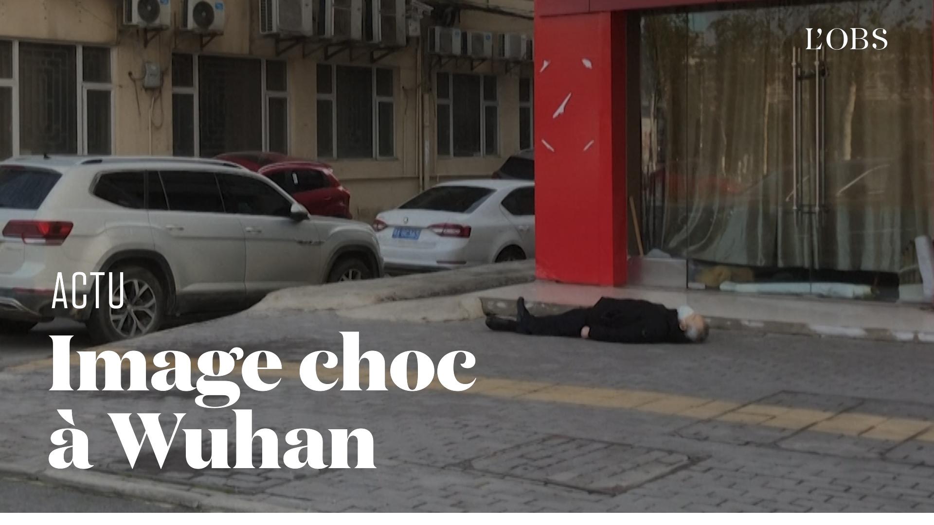 Coronavirus: La vidéo choc d'un homme mort sur un trottoir de Wuhan