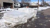 Une sculpture de neige représentant une Ford Mustang reçoit une contravention de stationnement