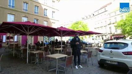 Réouverture des terrasses : Jean Rottner sert le café en terrasse