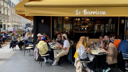 À Paris, un retour en terrasse pluvieux mais joyeux