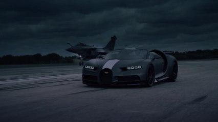 """تلتقي Bugatti Chiron Sport """"Les Légendes du Ciel"""" مع Dassault Rafale Marine - مباراة بين اثنين من التفوق"""