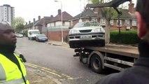 Il est bien décidé à ne pas laisser la fourrière embarquer sa voiture