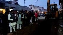 कैराना: नाले की खुदाई के दौरान खोद दी मकानों की नींव, लोगों का हंगामा