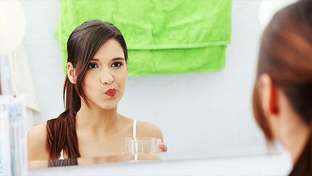 नारियल तेल से कुल्ला करने के फायदे | Coconut Oil For Mouthwash | Oil Pulling Benefits | Boldsky